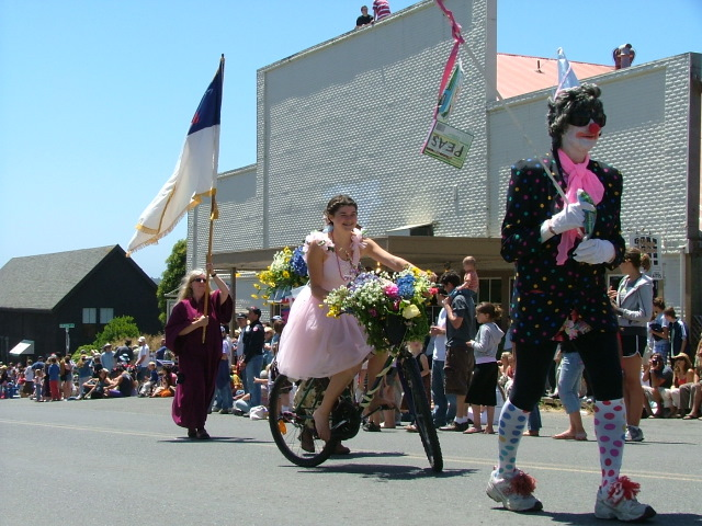 clowns in the mendocino fourth of july parade