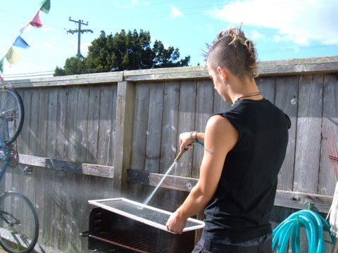 washing a screen for paper making